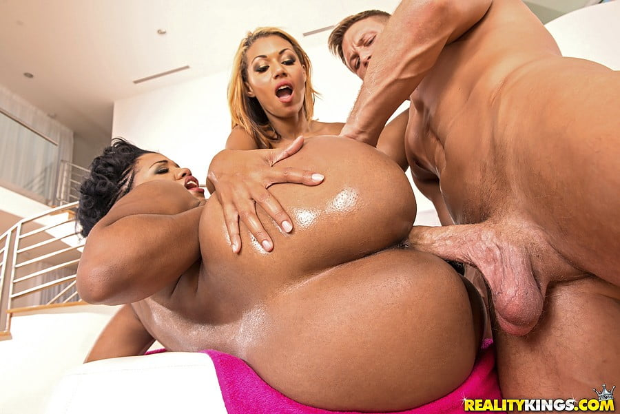 black girls threesomes